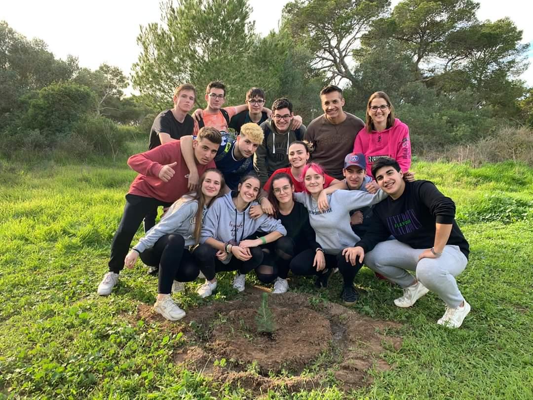 Árbol plantado por alumnos de 1º de bachiller